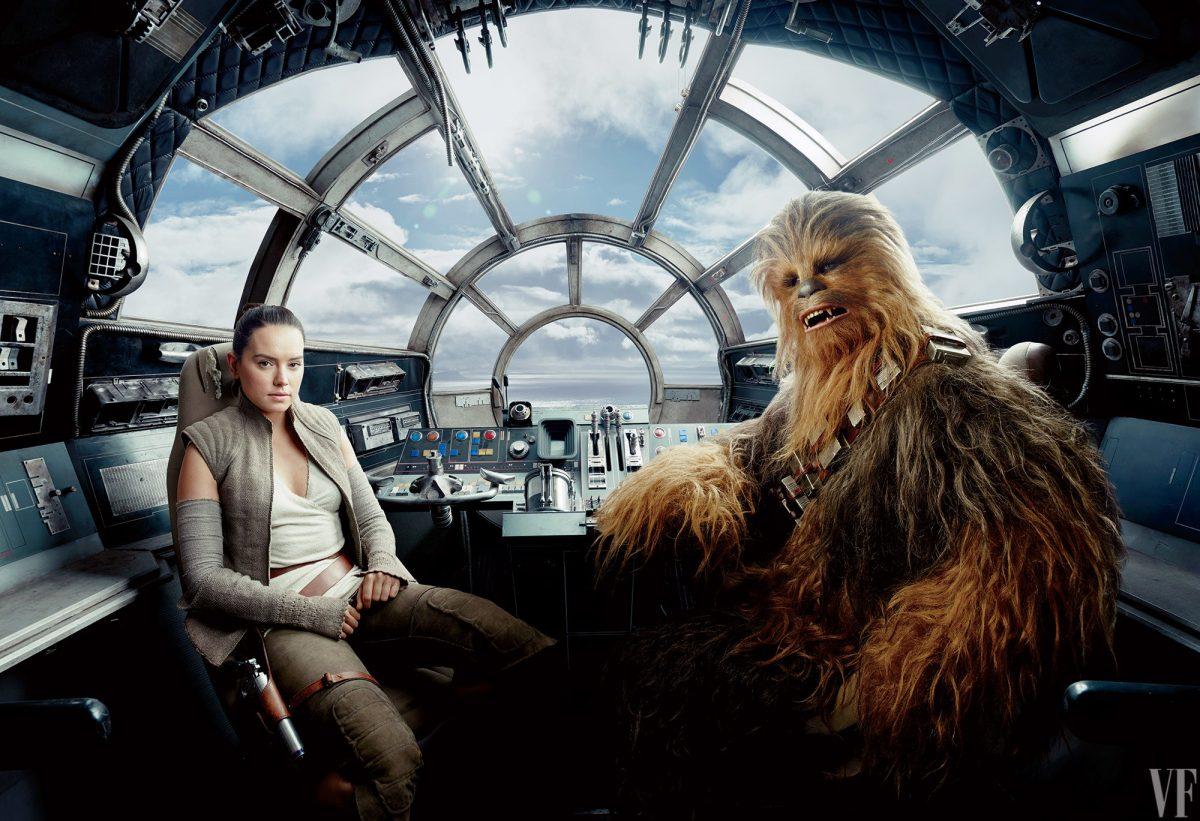 Rey en Chewie in de cockpit van de Millennium Falcon